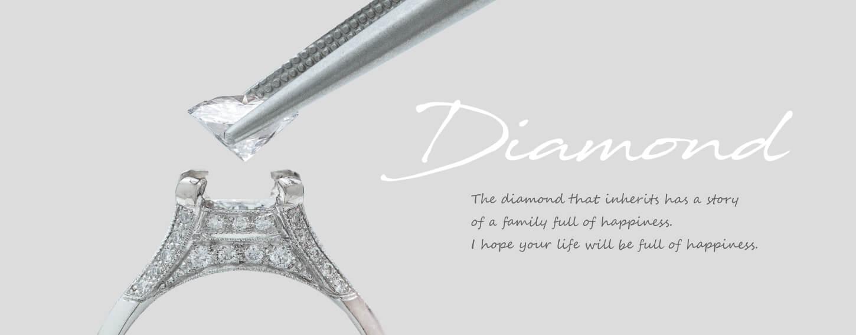 メレダイヤでキラキラした婚約指輪の枠に、ダイヤモンドをセッティングしている、リモデルエンゲージのイメージ画像
